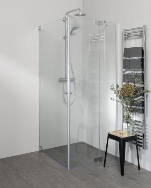 Teilgerahmte Eck Duschkabine neben Badewanne mit zwei Pendeltüren